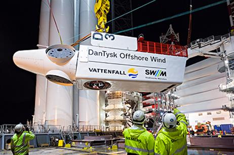 A nacelle is lifted onto the installation vessel