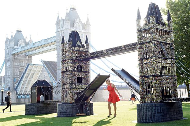 Cirkle's response was to draw attention to the end product by creating a replica of London's Tower Bridge – made entirely from 83,000 used batteries. The former Gadget Show presenter Pollyanna Woodward unveiled the mammoth sculpture, erected in front of the real bridge, to passers-by and media. Cirkle produced a series of arresting images, as well as a time-lapse film that showed the construction and installation of the sculpture.