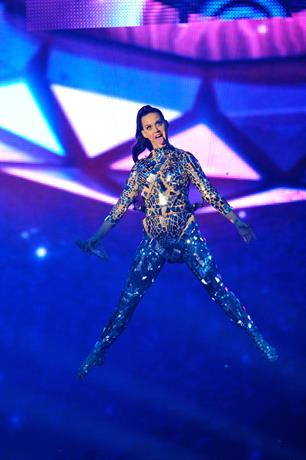 Katy Perry sung suspended in the air in a mirrored bodysuit