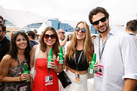 WEB-Cannes-Connect-Bar-DAY-1-(8).jpg