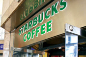 Starbucks fights downturn with free refill promotion
