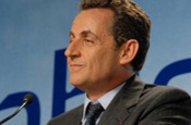 Sarkozy: pledges support to French newspapers