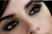 Cruz: wears false lashes in L'Oreal campaign