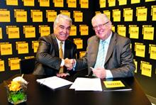 Drupa deal: Kodak CEO Antonio Perez (l) and John Knight