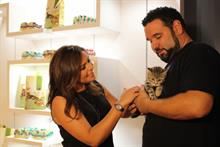 Rachael Ray promotes shelter cat adoption