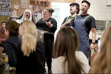 Event TV: Saclà creates surprise opera in pizzeria