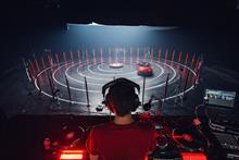 Event TV: Mazda makes music on giant vinyl record