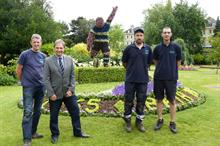 Rugby player made of flowers unveiled in Bath