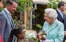 Queen goes Dutch at RHS Chelsea Flower Show
