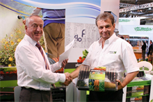 Crest and Plantpak sign joint venture propagation equipment agreement