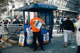 Experts evaluate London Evening Standard's shift to a free distribution model