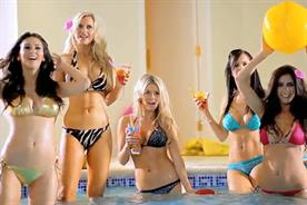 Lynx: pool party viral