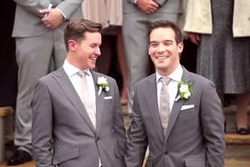 Coca-Cola: cuts gay marriage scene from its ad campaign in Ireland