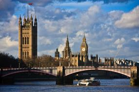 Peers vote to defy government over bill amendments