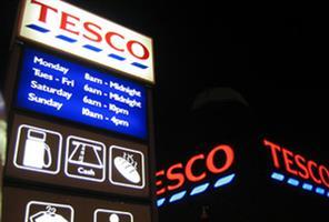 Tesco chairman quits as profits plunge 92%