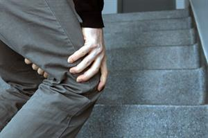 Pain in elderly patients linked to higher falls risk