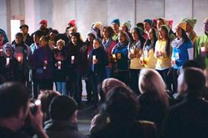 Microsoft serenades Apple with song of peace