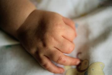 GPs urged to warn parents about risk of sudden infant death syndrome