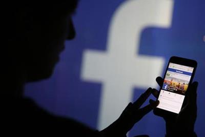 Facebook criticised over handling of child sex images
