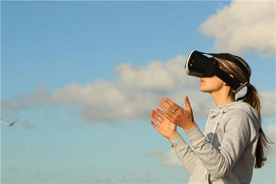 VR not up to hype; moderate growth projected this year
