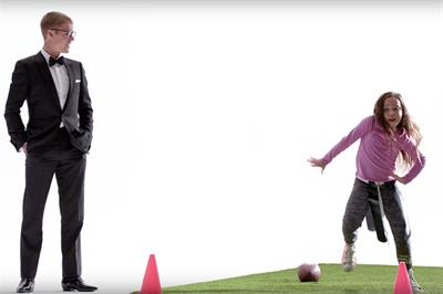 Bieber, Gronkowski explain history of the end-zone dance in T-Mobile Super Bowl ad