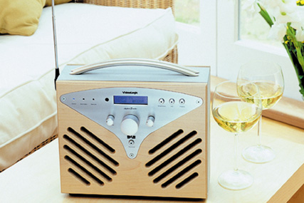 Radio consumption: listening via the internet up 3% since May