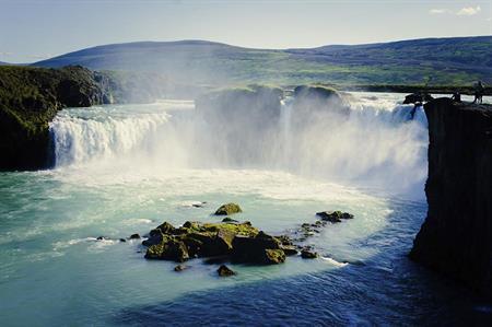 Waterfall, Iceland (©iStockphoto)