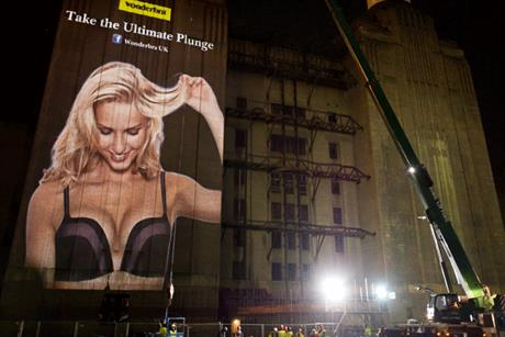 Wonderbra: preparing for the bungee jump to promote the Ultimate Plunge Bra