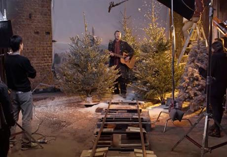 Crisis campaign: homeless people sing carols in the Christmas video e-cards
