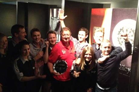 Eric Bristow with winning DLKW team