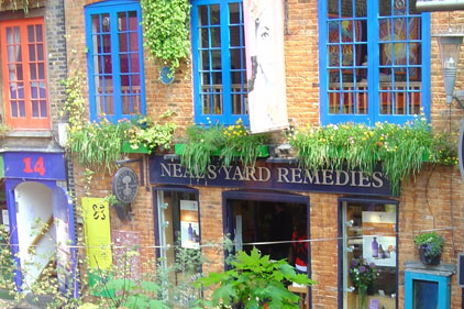 How should Neal's Yard Remedies have responded to the Guardian's bloggers?