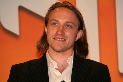YouTube: co-founder Chad Hurley steps down