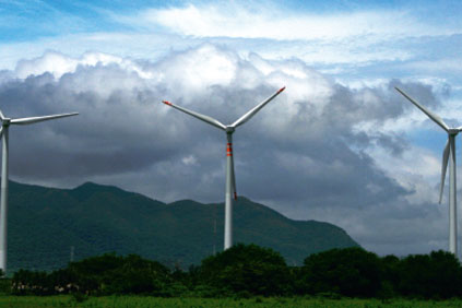 Acciona's 250MW Oaxaca wind farm sits between two mountain ranges