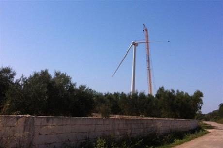 A Gamesa G90 2MW turbine being installed at the Echie project in Italy