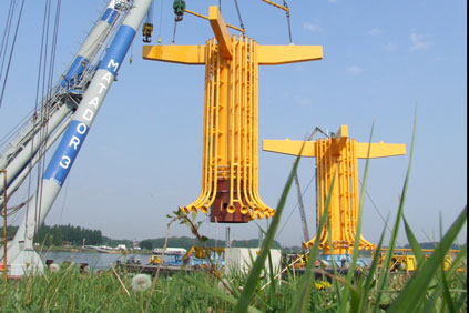 London Array turbines being installed in the Thames estuary