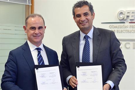 Gamesa's Business CEO, Xabier Etxeberria (left), and managing director of the CFE, Dr Enrique Ochoa