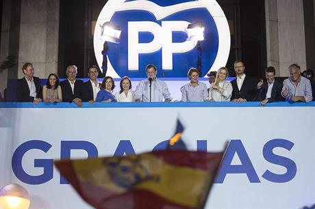 Party leader and Spainish prime minister Mariano Rajoy (centre) celebrates the election result (pic:Twitter/Partido Popular)
