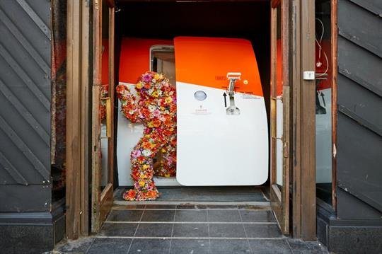 EasyJet creates intriguing travel experience for Londoners