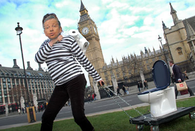 Toilet snatcher: a Gove-a-like critiques policy