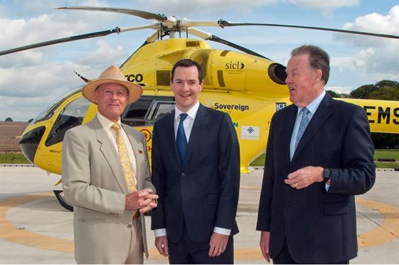 Osborne (centre) with Boycott (left) and Sunderland of the charity