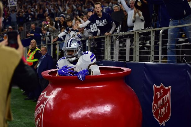 Ezekiel Elliott jumps into the Salvation Army's Red Kettle, bringing with him a 61% increase in online donations. (Image via the Salvation Army's Twitter account).
