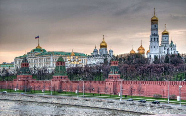 The Kremlin is located in the heart of Moscow. [Image credit: https://goo.gl/images/6YlpId]