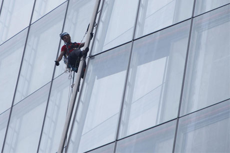 Shard: Greenpeace protesters