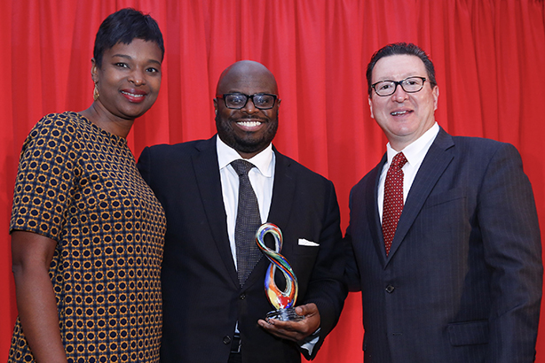 Allen (c) receives 2016 Diversity Distinction in PR Award from judges Tonya Veasey (l) and Paul Capelli at last year's PR Council annual dinner