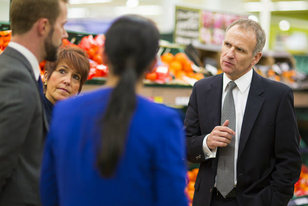CEO Dave Lewis (r) in one of Tesco's stores last year (Credit: Tesco PLC via Flickr)