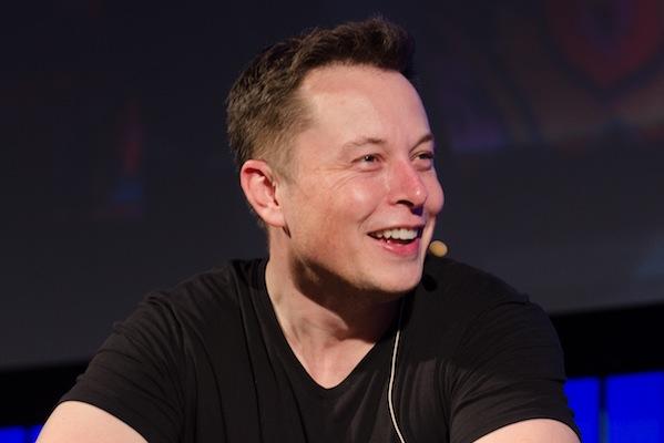 Elon Musk says Apple's the threat in self-driving cars, not Google (Heisenberg Media)
