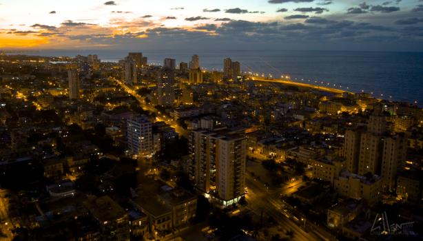 Havana at night. (Image via Wikimedia Commons, By Crisijuan0 - Own work, CC BY-SA 4.0)