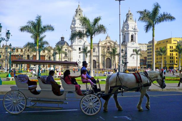 The Plaza de Armas in Lima, Peru. (Image via Wikimedia Commons, by Art DiNo from Lima, Perú - Plaza de Armas, Lima, CC BY-SA 2.0)