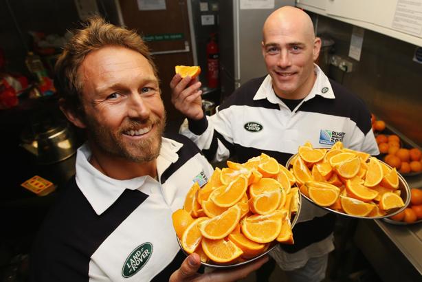 Jonny Wilkinson and Felipe Contepomi: Preparing the half-time snacks