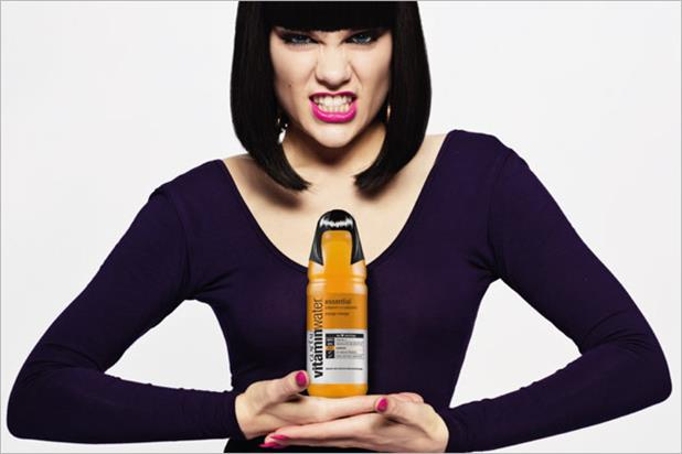 Jessie J: promotes the limited edition Vitaminwater bottle